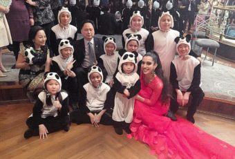 I LOVE KIDS- AND PANDAS!! With the adorable child performers for the Chinese New Year at the World Panda Foundation Gala in association with the Chinese Consulate and The People's Republic of China at the legendary RAINBOW ROOM AT NBC STUDIOS! CHECK OUT what they are doing to save the majestic and beloved Giant Panda at www.worldpandafoundation.org! ❤️🐼