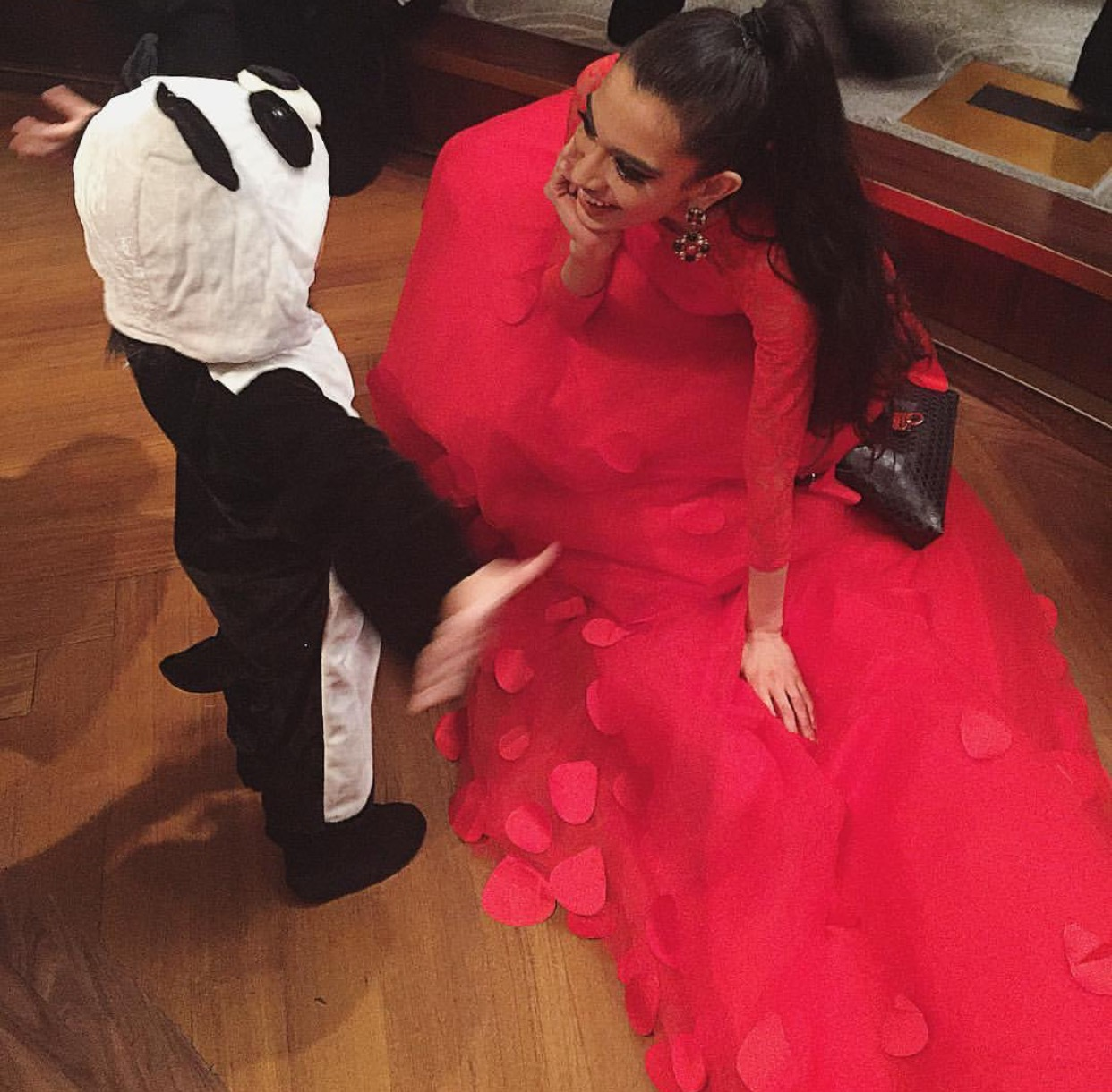 Making friends ❤️ Chinese New Year celebration at the World Panda Foundation Gala in association with the Chinese Consulate and The People's Republic of China at the legendary RAINBOW ROOM AT NBC STUDIOS! CHECK OUT what they are doing to save the majestic and beloved Giant Panda at www.worldpandafoundation.org! ❤️🐼