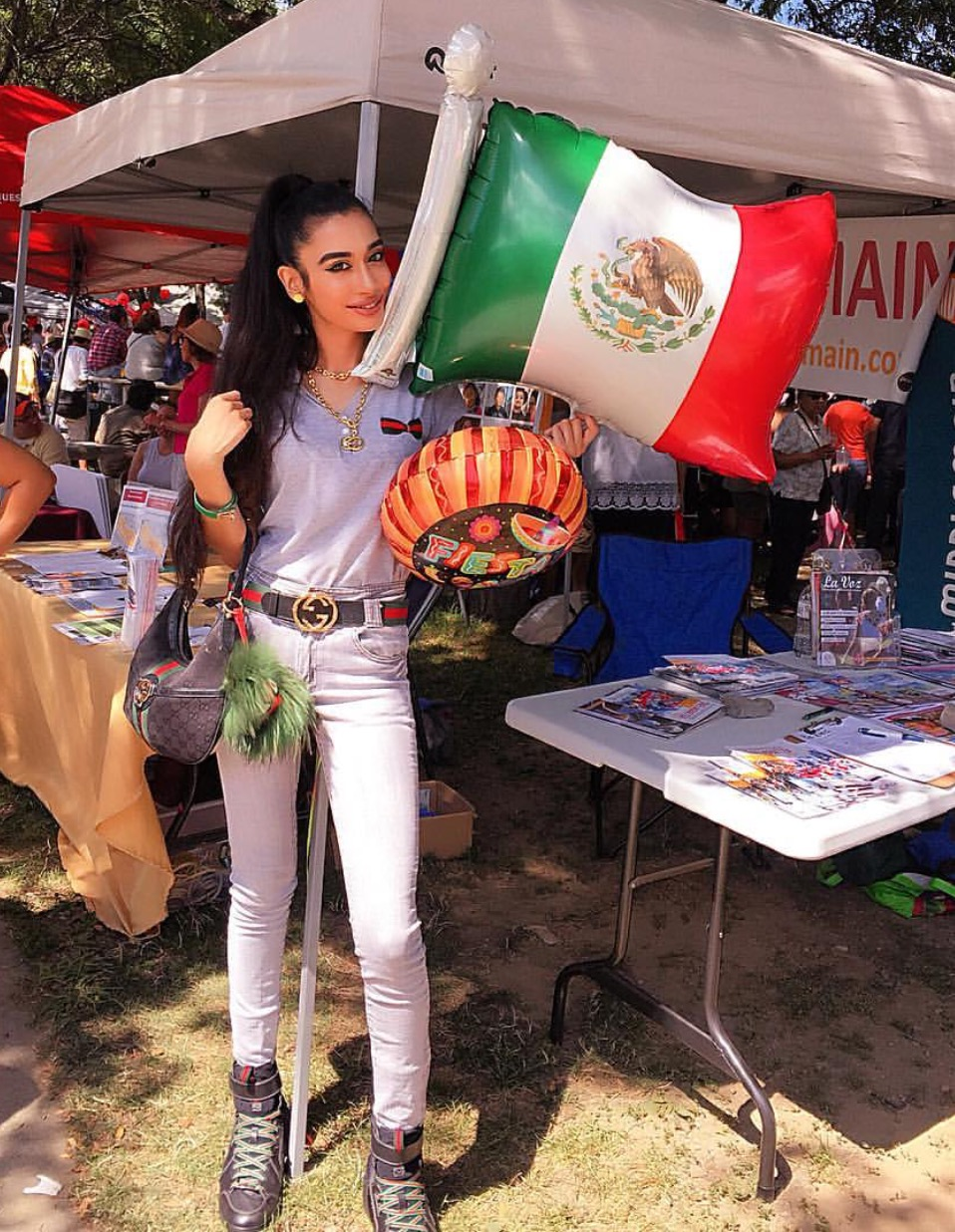 Busted out all my Gucci red and green in honor of LA GUELAGUETZA MEXICAN FESTIVAL, partying like I'm El Chapo 😂❤️🇲🇽 SO EXCITED TO CELEBRATE AND SHARE IN THE RICH AND BEAUTIFUL MEXICAN CULTURE (and of course tear up all of this amazing Mexican food 🙀)!!! VIVA MEXICO! BESITOS, FAFA ❤️🌹🇲🇽